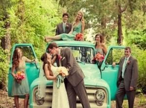 Свадебный кортеж и гости на свадьбе в стиле Шебби Шик
