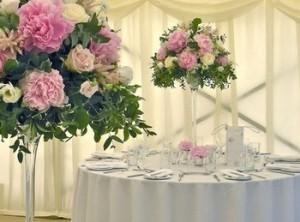 Украшение зала на свадьбу белыми и розовыми цветами
