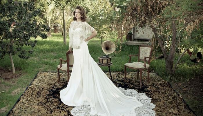Роскошное платье для невесты в винтажном стиле и граммофон на заднем плане