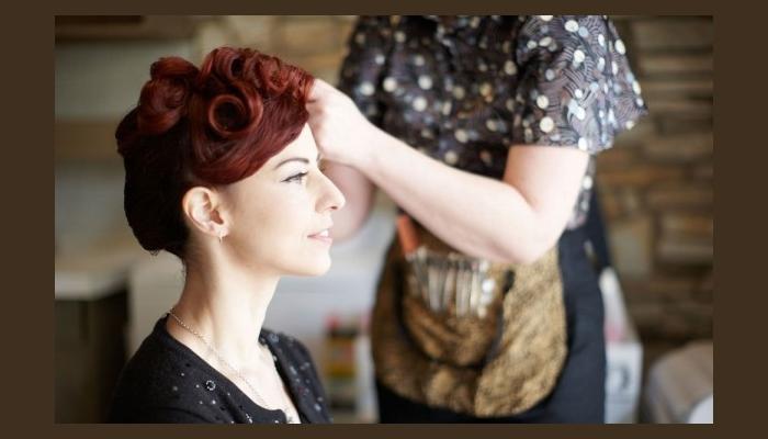 Создание прически в винтажном стиле - фиксированные крутые кудри на рыжих волосах