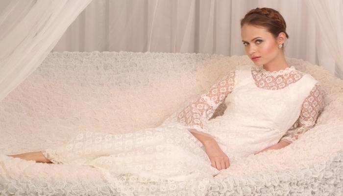 Скромное кружевное винтажное платье на свадьбу