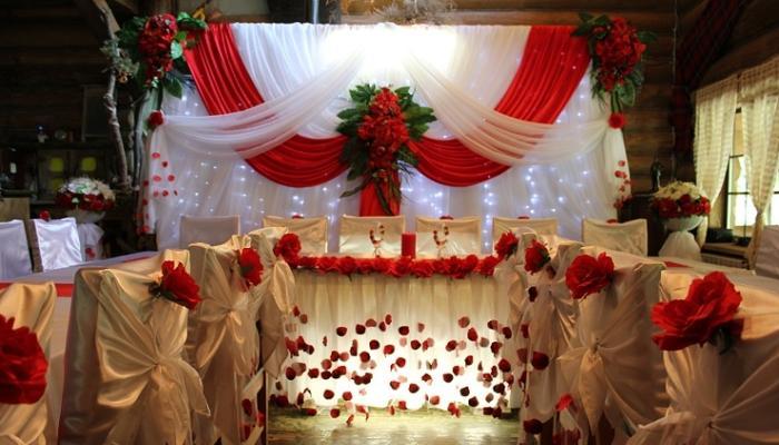 Роскошный вариант оформления свадебного зала