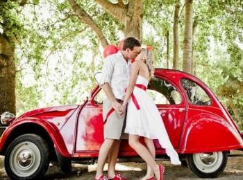 Для стиляжной свадьбы лучше брать отечественный ретро-мобиль или просто яркую машину