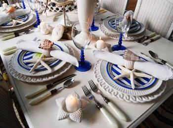 На столах должны присутствовать декоративные элементы в морской тематике
