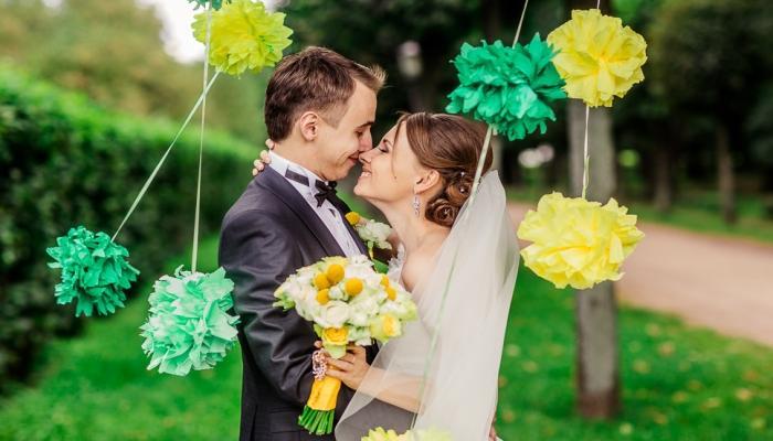 Если свадьба готовится без намека на юмор, жениху лучше остановиться на костюме одного из классических цветов