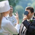 Жених выкупает невесту у подружек-врачей