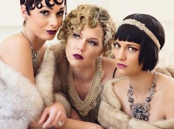 Подружки невесты в нарядах в стиле 20-х годов