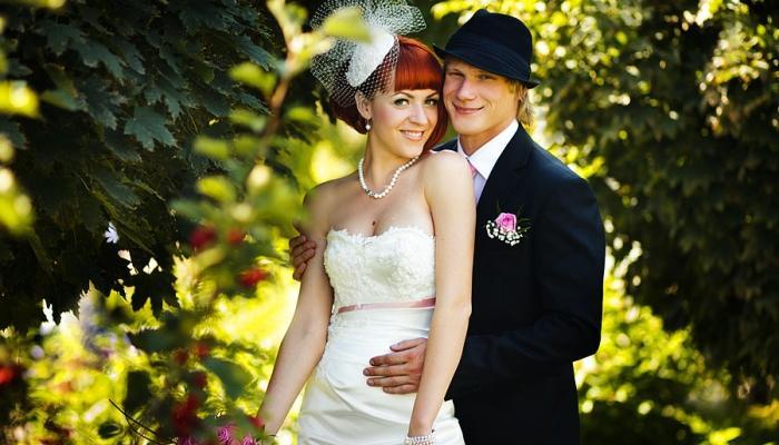 В качестве дополнения к костюму жениха можно использовать шляпу-федору