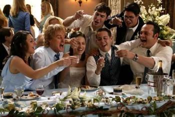 Друзья поздравляют молодожёнов с главным днём супружеской жизни