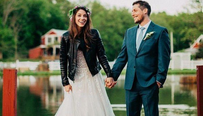 Желательно, чтобы супруги были одеты в кожаную одежду