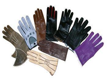 Старая традиция - обмениваться перчатками