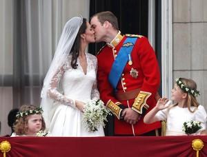 Кейт и Уильям - поцелуй на болконе