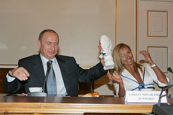 На церемонию приглашен Владимир Путин