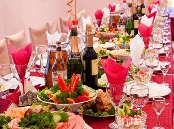 Насыщенный праздничный стол