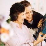 Что подарить будущей свекрови — рассмотрим различные варианты приятных подарков