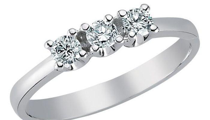 Округлые бриллианты в квадратной форме