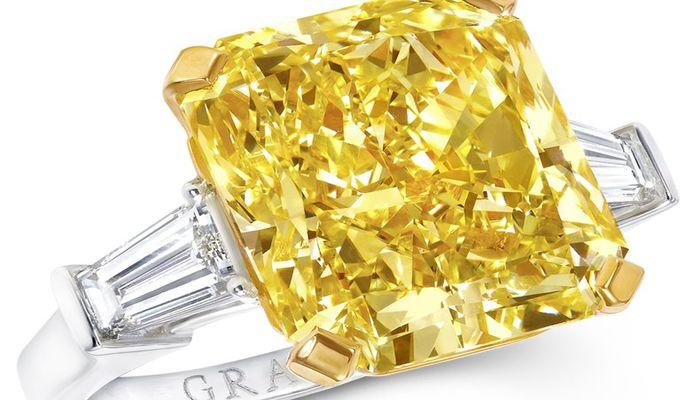 Сияющий желтый бриллиант