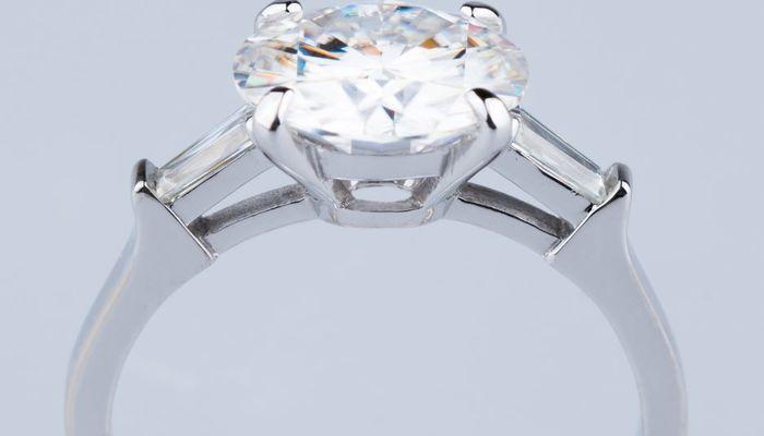 Кольцо Граф с крупным бриллиантом